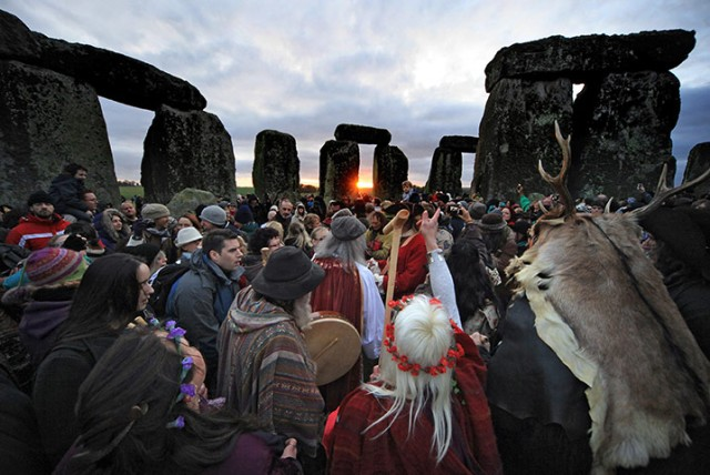 winter-solstice-at-stonehenge-sunrise