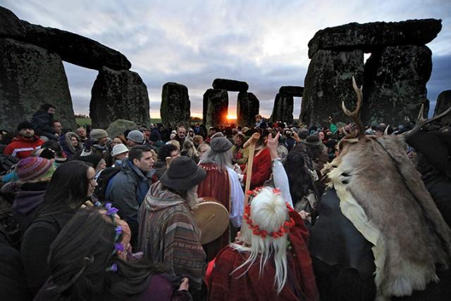 winter-solstice-at-stonehenge-sunrise