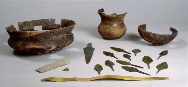 Bell-Beaker-grave-goods-from-the-burial-pit-at-Fuente-Olmedo-prov-Valladolid-composed.png